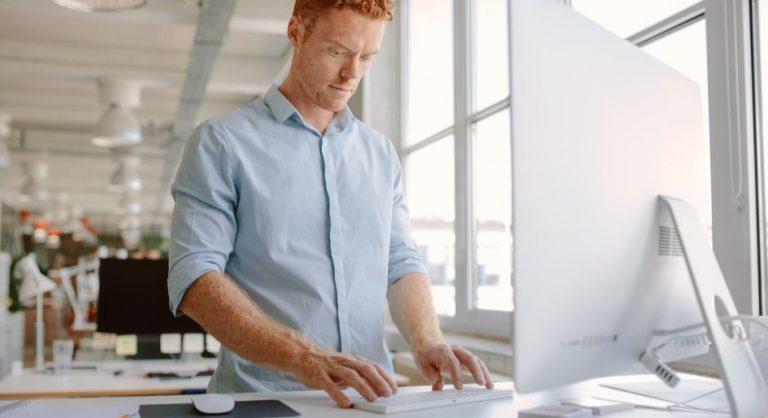 De ce sa lucrezi la computer din picioare
